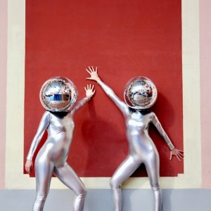 Disco-Ball-Head-Dancers02