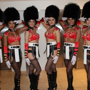 Queens-Guard-Showgirls03