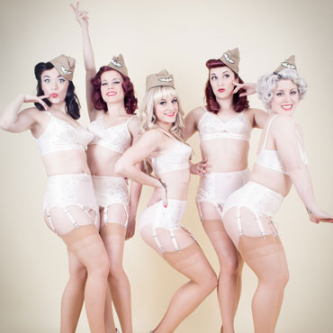 burlesque dancers in 1940s underwear